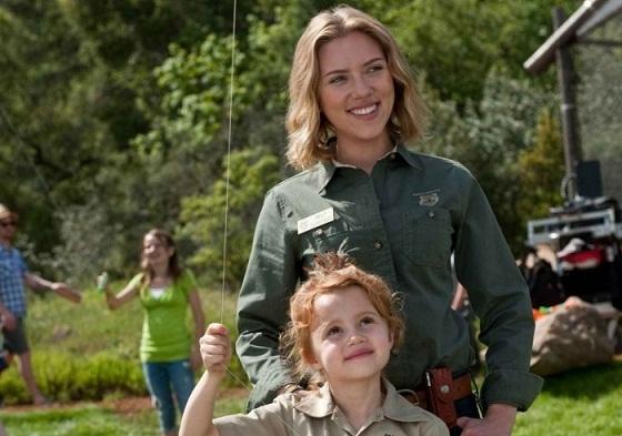 Scarlett Johansson y Maggie Elizabeth Jones en Un Lugar para Soñar