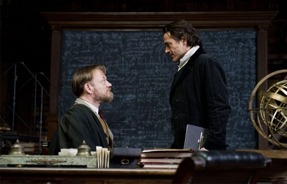 Robert Downey Jr. y Jared Harris en Sherlock Holmes: Juego de Sombras