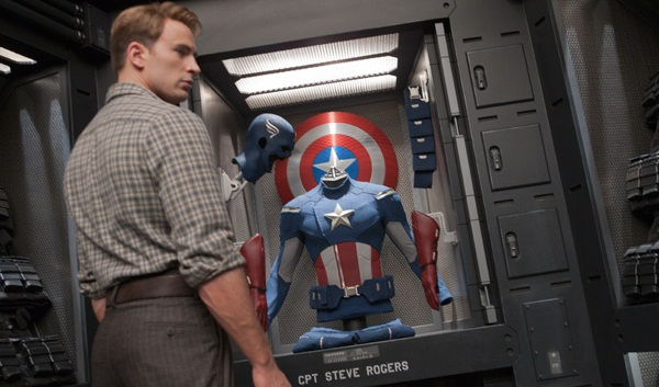 Chris Evans como Steve Rogers (Capitán América) en Los Vengadores