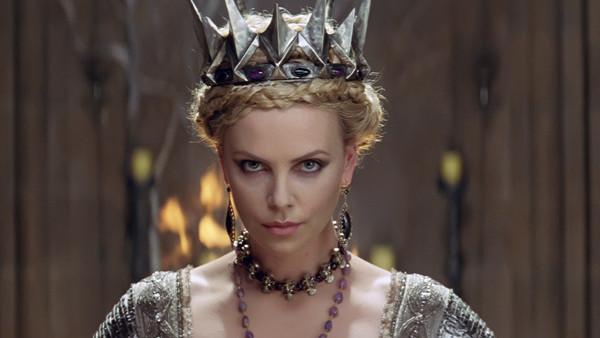 Charlize Theron en Blancanieves y la Leyenda del Cazador