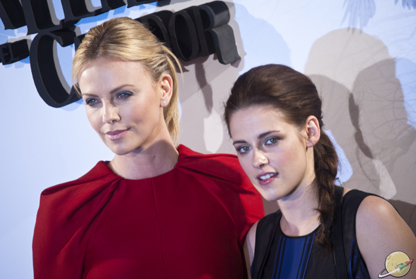 Charlize Theron & Kristen Stewart / Snow White and the Huntsman