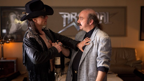 Tom Cruise y Paul Giamatti en Rock of Ages