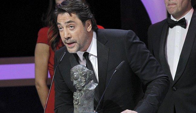 Javier Bardem con el Goya a mejor documental por Hijos de las nubes