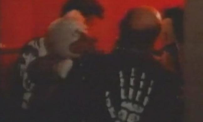 Al pato Howard le echan de un garito. Muy polémico todo