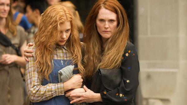 Cloë Moretz y Julianne Moore en Carrie