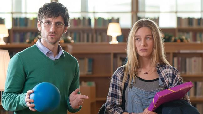 Raúl Arévalo con Charlotte Vega en una imagen de la película