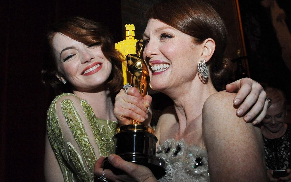 Emma Stone y Julianne Moore