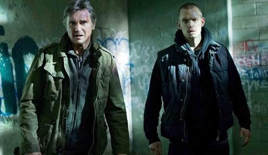Liam Neeson y Joel Kinnaman en Una noche para sobrevivir