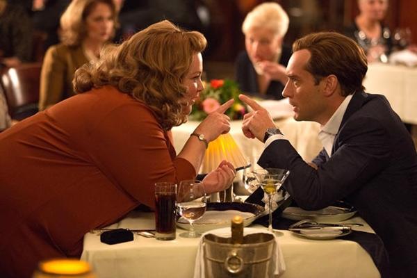 Melissa McCarthy y Jude Law en Espías.