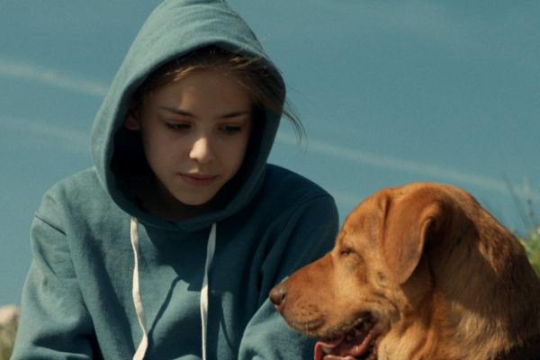 Lili y su mascota Hagen.
