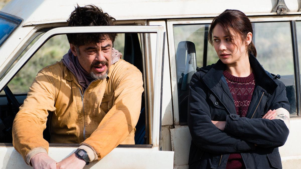 Bencio del Toro y Olga Kurylenko