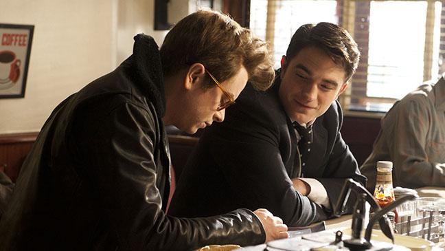 James Dean (Dehaan) y Dennis Stock (Pattinson)