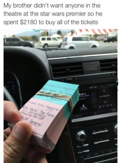 Comprar todas las entradas de una sala de cine nos parece estúpido... ¿o no?