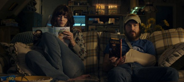 John Gallager Jr. y Mary Elizabeth Winstead
