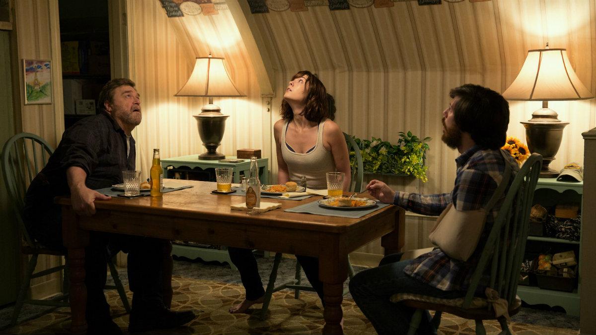John Gallagher Jr., Mary Elizabeth Winstead y John Goodman