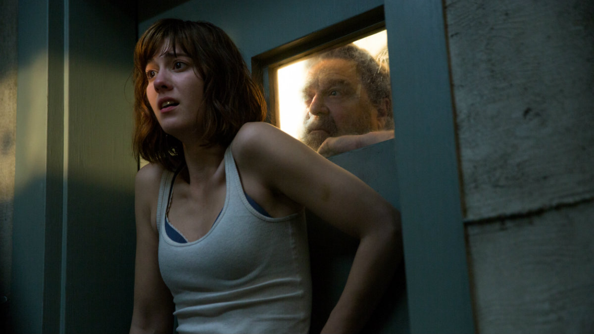 John Goodman y Mary Elizabeth Winstead