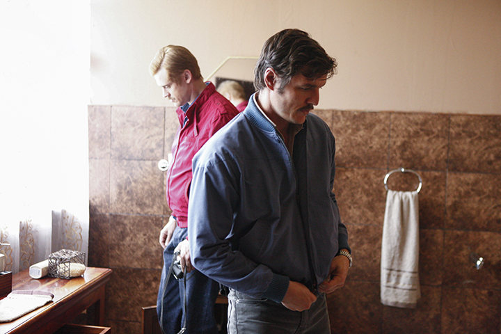 Boyd Holbrook y Pedro Pascal en la segunda temporada de Narcos