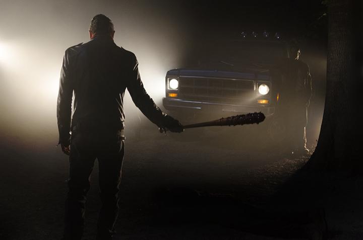 Negan (Jeffrey Dean Morgan) con Lucille en la mano en el primer episodio de la séptima temporada de The Walking Dead (Foto: Gene Page/AMC)
