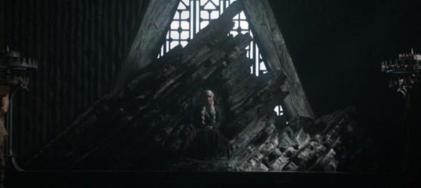 Daenerys sentada en el trono de Rocadragón en La justicia de la Reina, tercer episodio de la séptima temporada de Juego de Tronos
