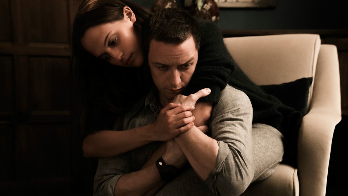 James McAvoy y Alicia Vikander