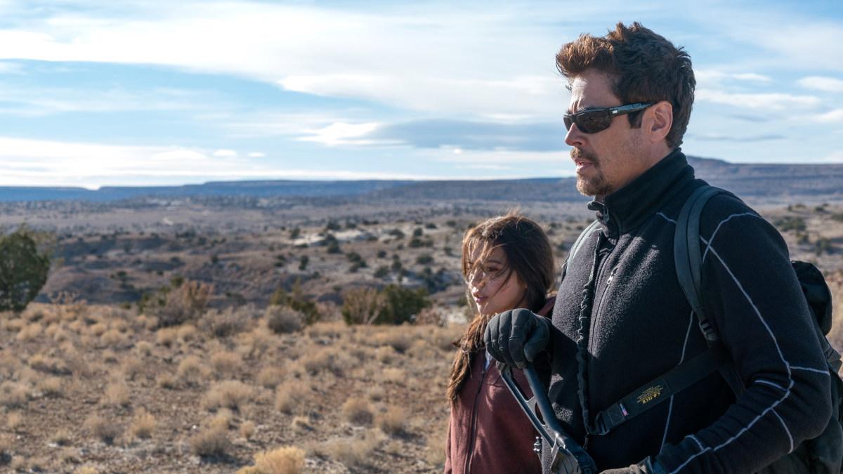 Benicio Del Toro e Isabela Moner