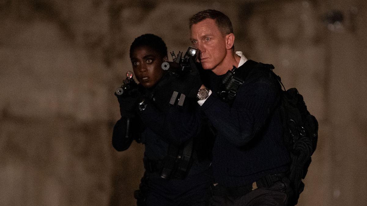 Lashana Lynch y Daniel Craig